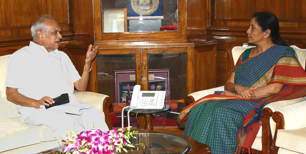 The Governor of Tamil Nadu, Shri Banwarilal Purohit meeting the Union Minister for Defence, Smt. Nirmala Sitharaman