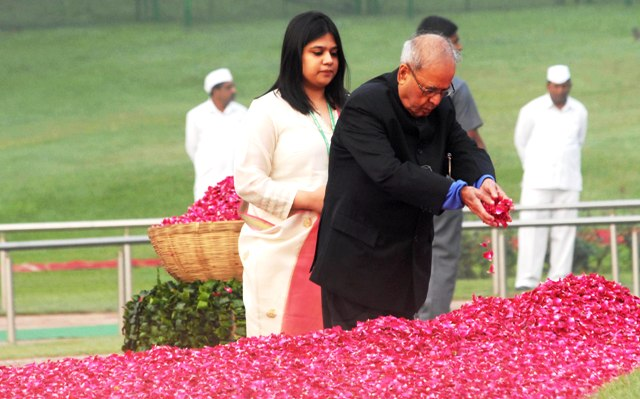Former President of India Shri Pranab Mukherjee offering floral tributes to first Prime Minister of India Pt. Jawaharlal Nehru