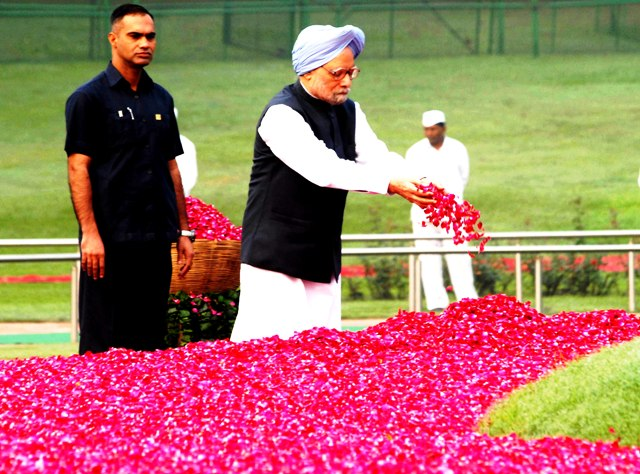Former Prime Minister Dr Manmohan Singh offering floral tributes to first Prime Minister of India Pt. Jawaharlal Nehru