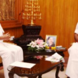 Pinarayi Vijayan with edapadi k.palnisamy